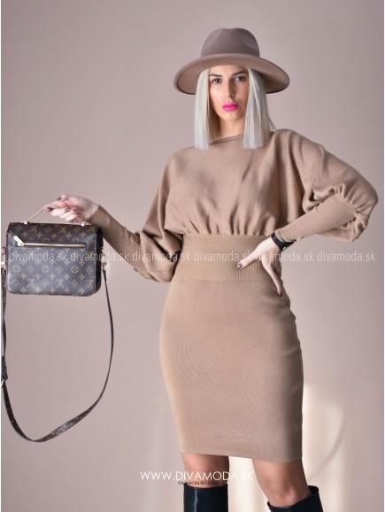 Úpletové šaty s puf rukávom hnedé D 72